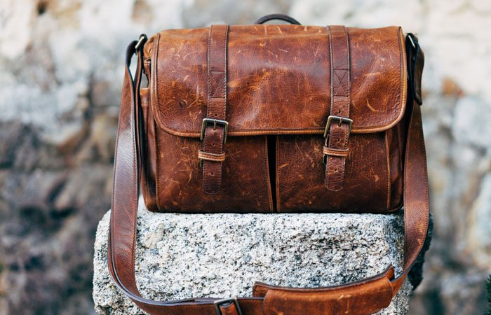 leather bag | gifts guys actually want | guest post www.sahmplus.com