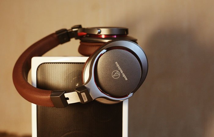 headphones | gifts guys actually want | guest post www.sahmplus.com