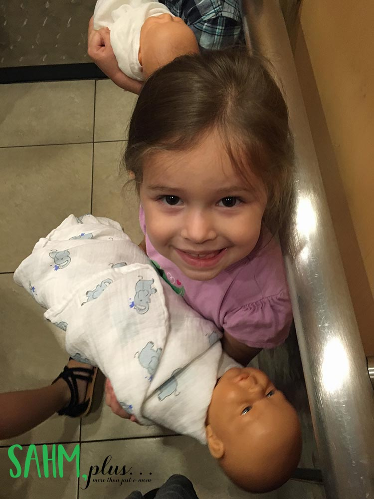 My little girl at sibling class preparing for her new baby brother   sahmplus.com