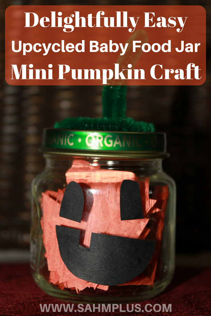 Getting ready for Fall and Halloween means pumpkin crafts! Check out this easy DIY mini pumpkin jar craft using old baby food jars. Your kids will delight in helping create these baby food jar pumpkins. © www.sahmplus.com