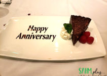 Chocolate cake with words Happy Anniversary | sahmplus.com