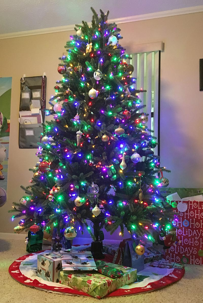 our pre-lit fake Christmas tree in 2015 - sans my favorite holiday scent | www.sahmplus.com