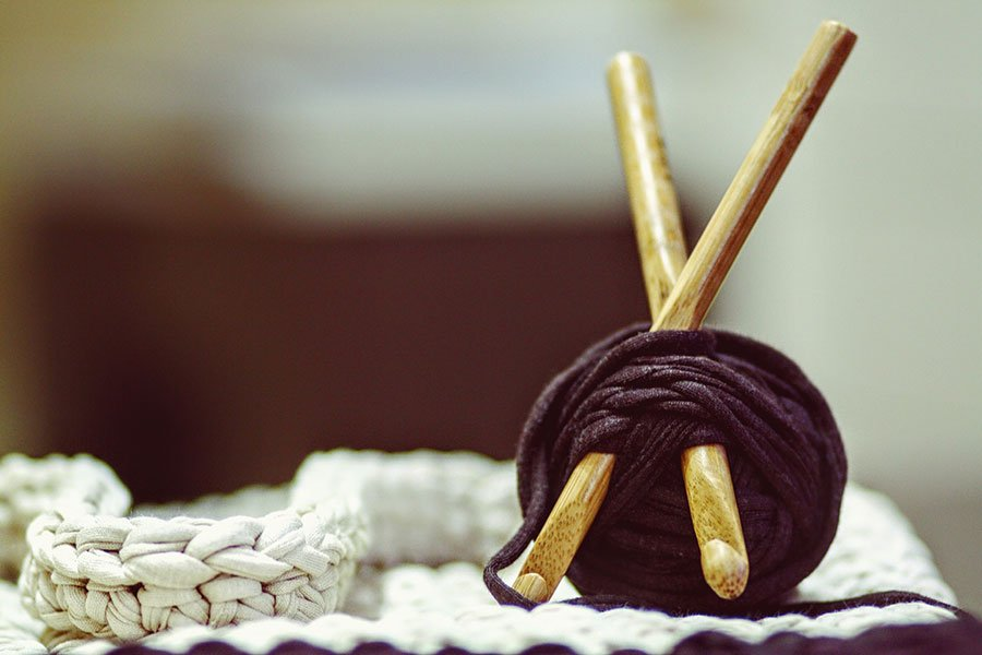 crochet and crafting hobbies for stay at home moms to make money at home | www.sahmplus.com