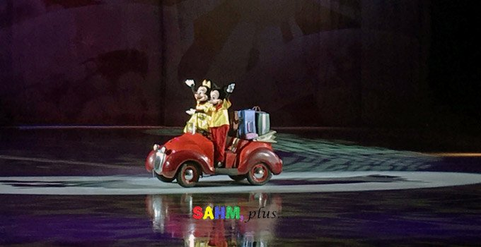 Disney on Ice: Mickey and Minnie in a car