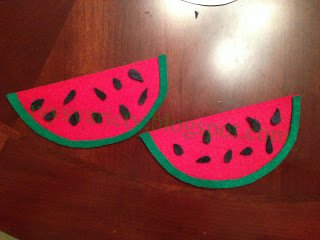 felt watermelon seed counting activity for preschooler www.sahmplus.com