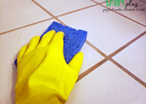 hand mopping ceramic tile floors with vinegar and water | sahmplus.com