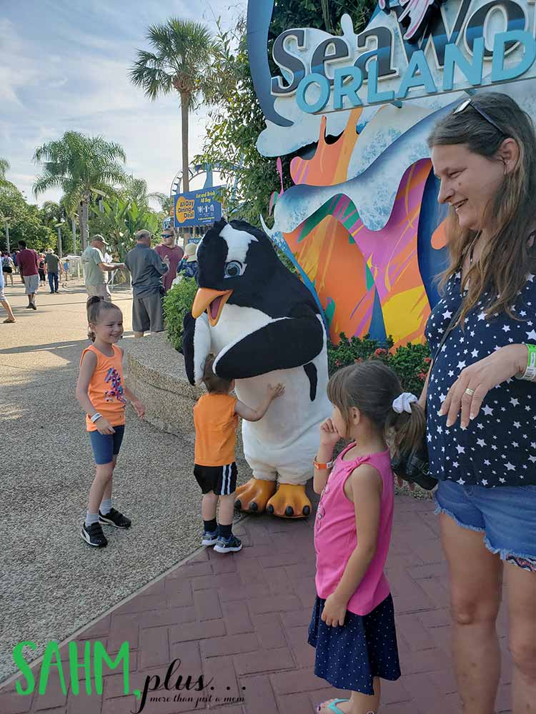 Kids at SeaWorld Orlando meeting a penguin | sahmplus.com