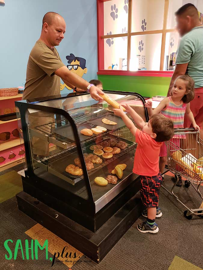 Kids pretending to shop at the Publix section of The Glazer Children's Museum in Tampa, FL
