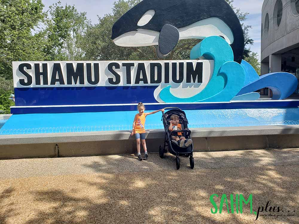 Kids in front of Shamu Stadium at SeaWorld Orlando | sahmplus.com