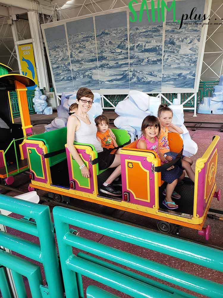 Kid's train ride at SeaWorld Orlando | sahmplus.com