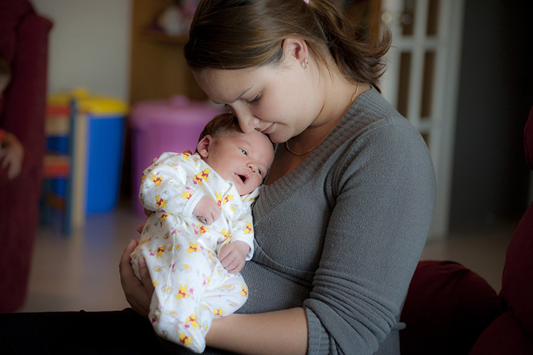 Mother and small baby - ask for help as part of self-care