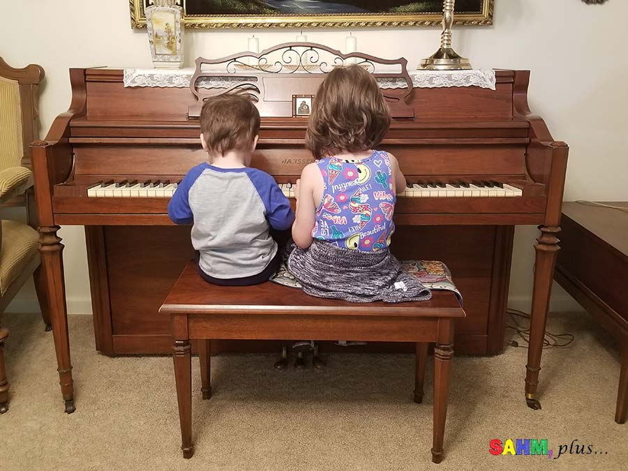 Kids playing on a piano screen-free activity | www.sahmplus.com