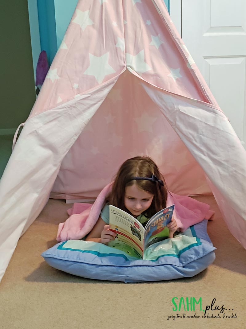 Use a reading corner to make reading more fun for kids | sahmplus.com