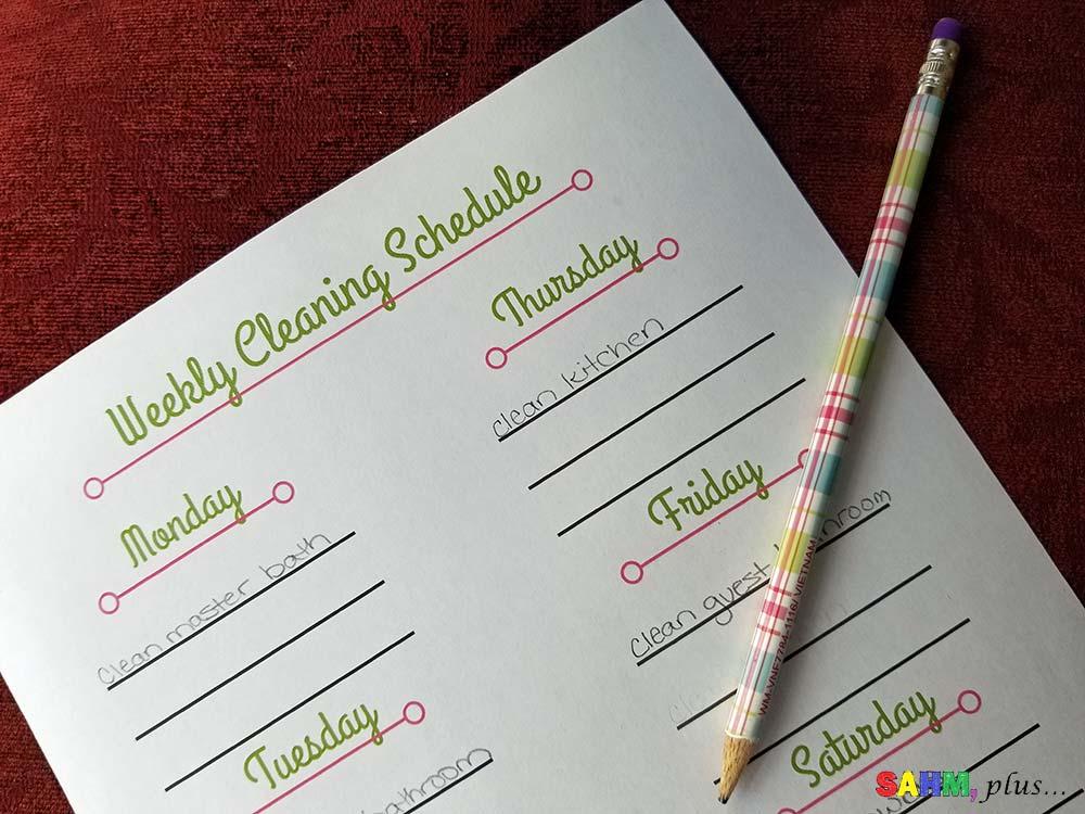This is my best SAHM housekeeping schedule | www.sahmplus.com