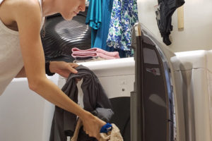 stay at home mom doing laundry | sahmplus.com