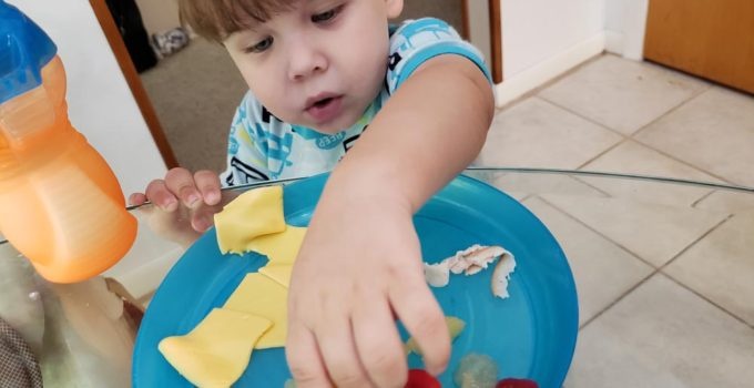 toddler won't eat dinner? This is my secret to end toddler mealtime struggles | www.sahmplus.com