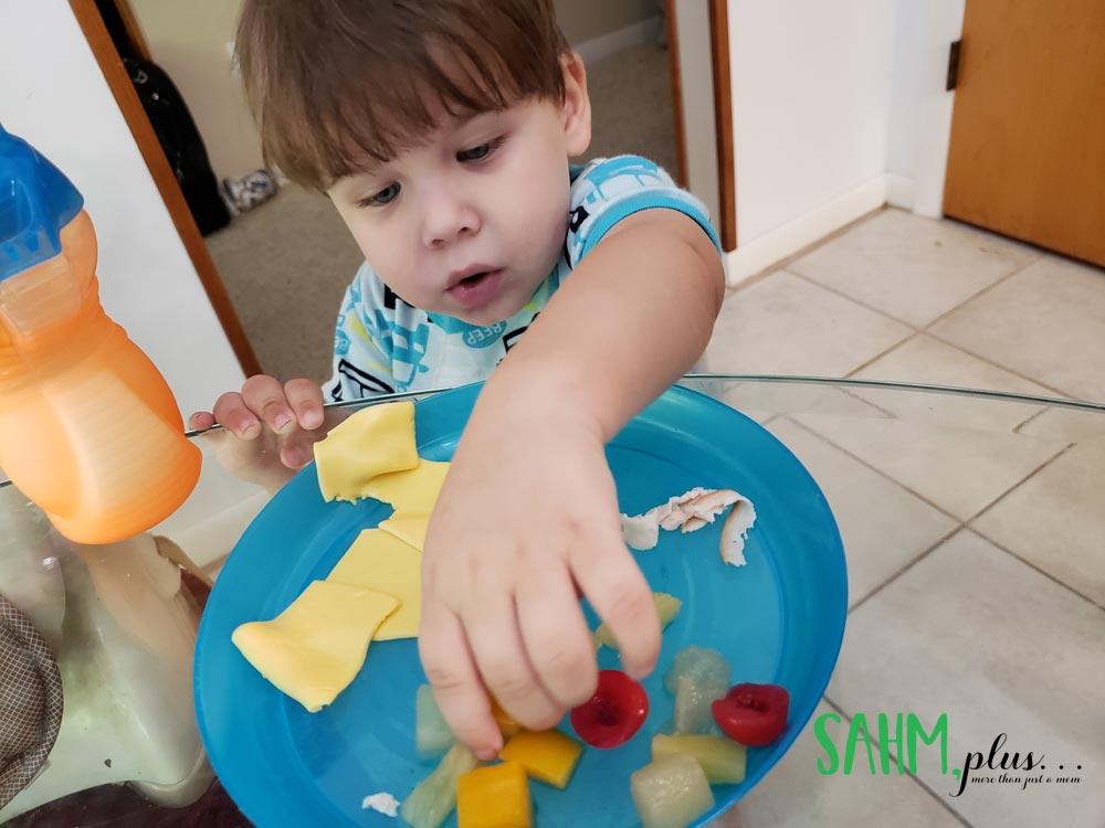 toddler won't eat dinner? This is my secret to end toddler mealtime struggles   www.sahmplus.com