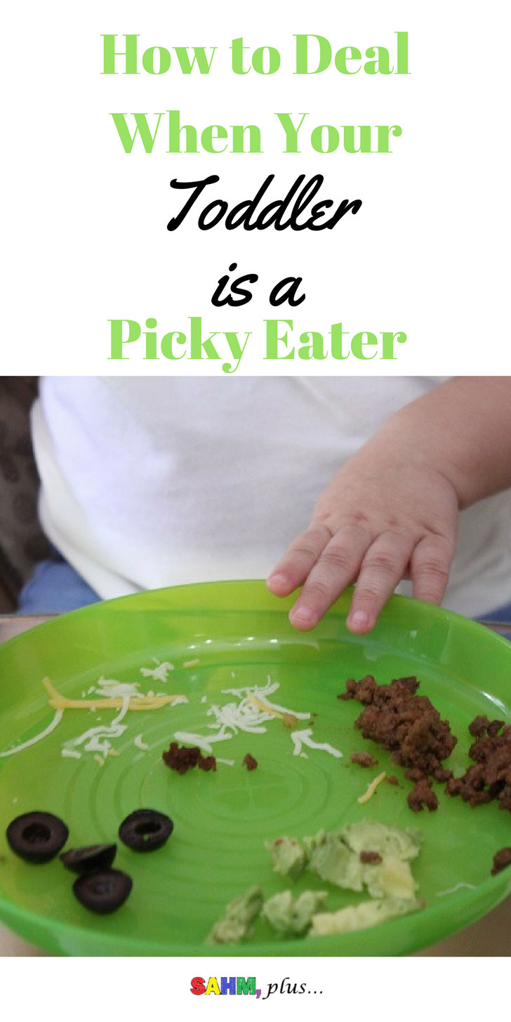 Help! My toddler is a picky eater! How to deal when your toddler becomes a fussy eater. 7 tips on how to get your toddler to eat when they're picky eaters. Including sanity saving tips for parents of picky eaters. #sponsored Go & Grow by Similac pouches | www.sahmplus.com | #Go&GrowatWalmart