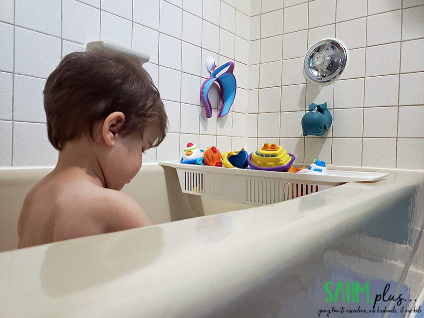 Toddler in a baking soda bath as a soothing diaper rash remedy | sahmplus.com