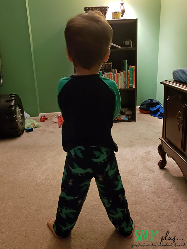 Toddler standing with legs wide apart with a diaper rash | sahmplus.com